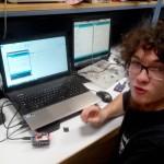 Nathanaël S. teste un module SD pour Arduino
