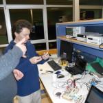 Thibault et Waldeck tentent d'imiter une commande RF de prise électrique