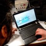 Nicolas C. et Waldeck G. tentent d'identifier le chipset d'une clé USB muette